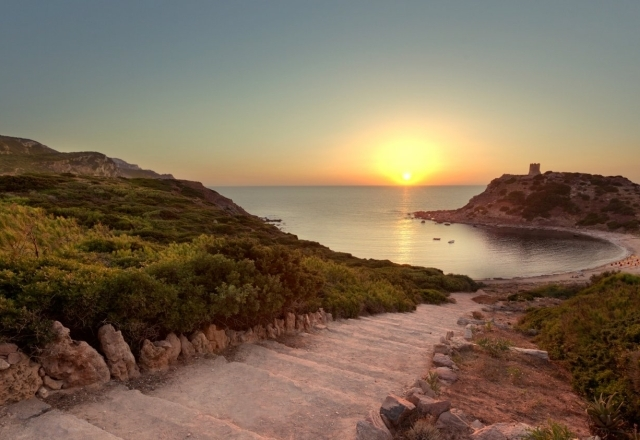 Scala di accesso alla spiaggia di Torre del Porticciolo