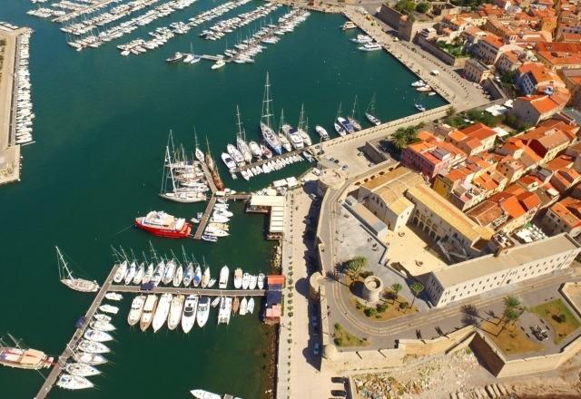 Barche ormeggiate nel porto