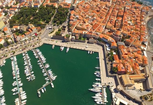 Centro storico di Alghero tra porto e giardini