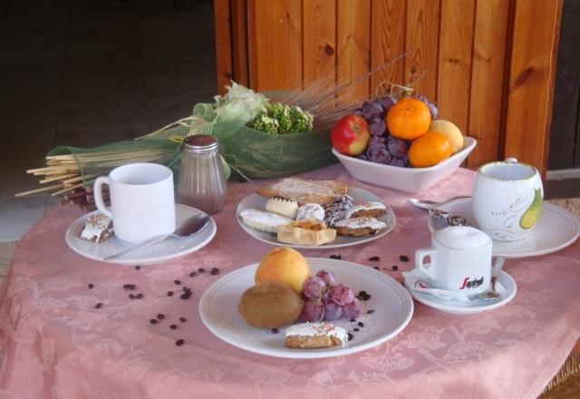Petit déjeuner dans le bungalow