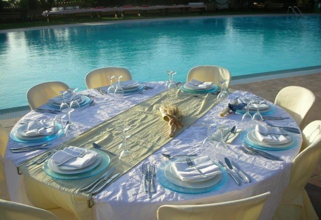 Pranzo nuziale a bordo piscina