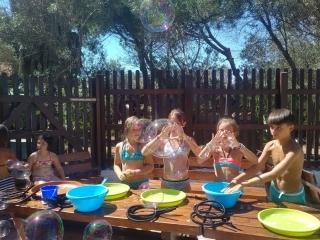 Gara di bolle di sapone per bambini