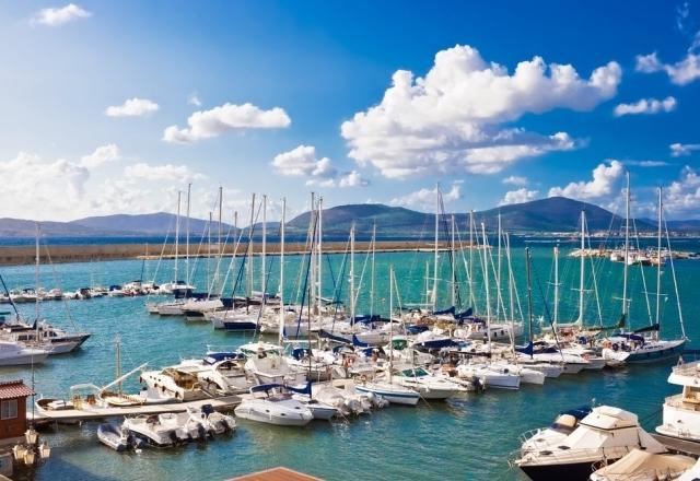 Pier van de haven van Alghero